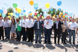 Lanzan globos en inauguración de expo